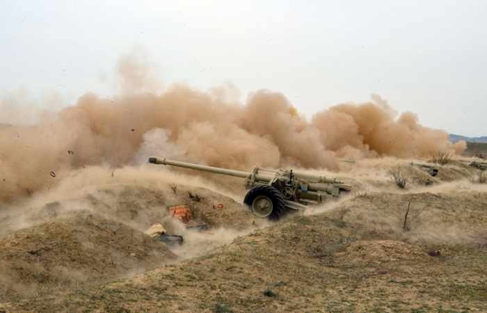 Azerbaijani army stages live-fire exercises
