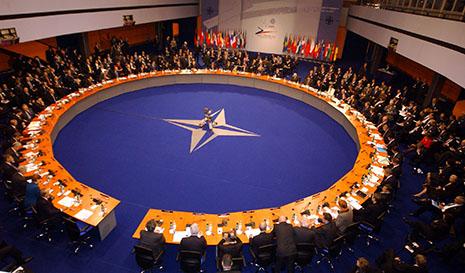 NATO yardım, Ərəbistan isə tələb edir