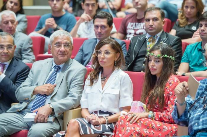 Mehriban Əliyeva amerikalı iş adamının mühazirəsini dinlədi - Fotolar