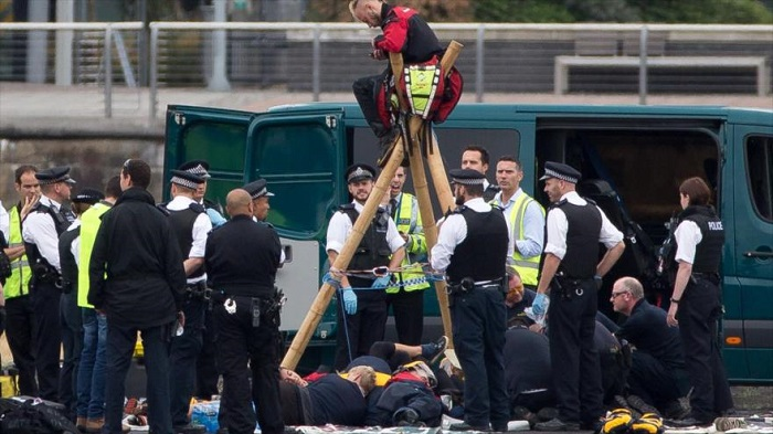 Activistas antirracistas paralizan vuelos de aeropuerto de Londres