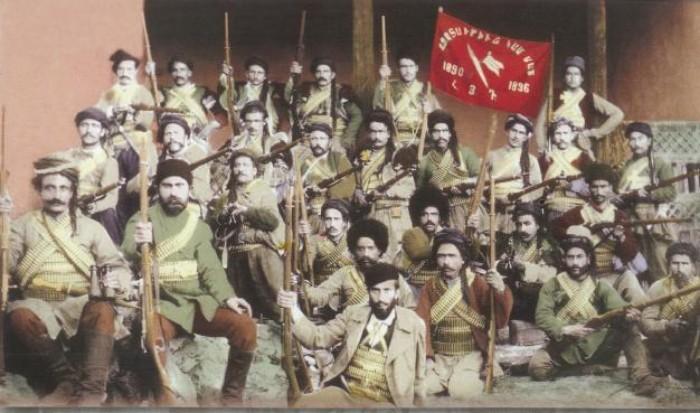 """Según los datos  de  C.Libaridyan,  los terrorístas armenios cometieron 105 """"asesinos políticos"""" durante tres años"""