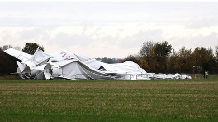 Airlander 10 'breaks in two' and collapses at Cardington