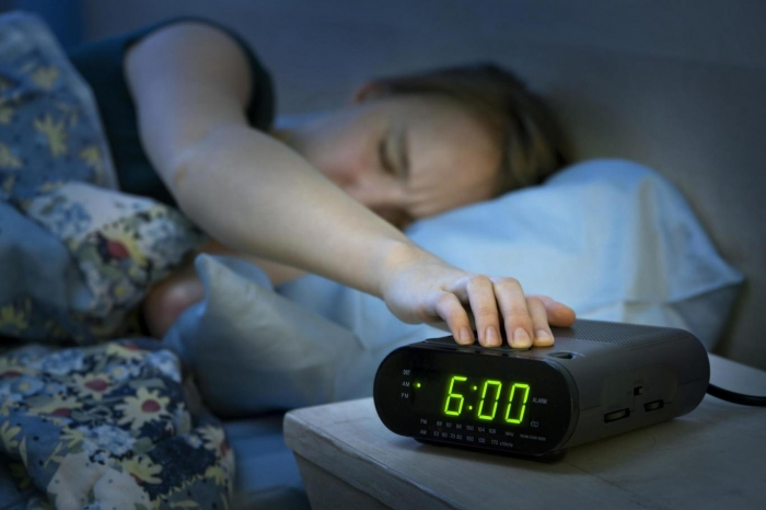 This is why you should never use the snooze button on your alarm