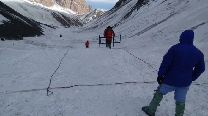 İtən alpinistlərin axtarışı davam etdirilir - (FOTOLAR)