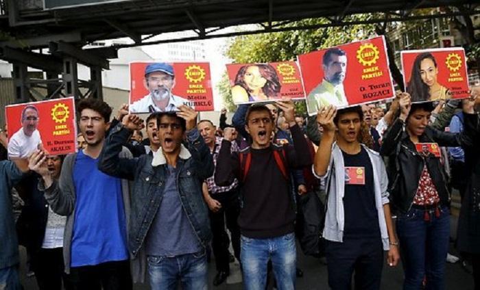 Ankara: la foule aux funérailles des victimes
