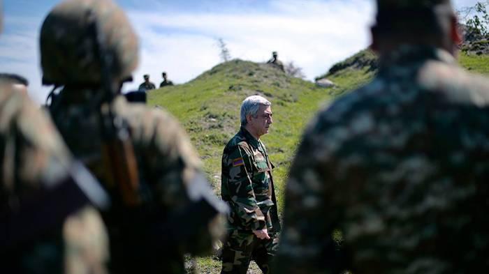 Sarkisyan hər zabitdən ilə 1 milyon pul tələb edir