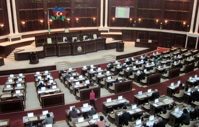 Yeni parlament: Deputatların neçə yaşı var? (SİYAHI)