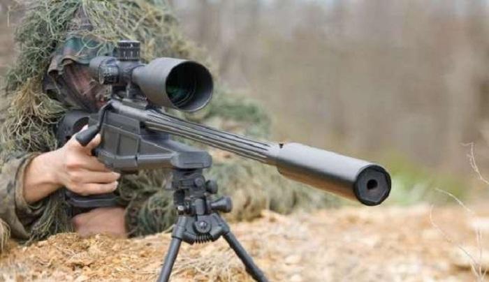 Les Arméniens tirent sur l'armée azerbaïdjanaise à des fusils de précision et des lance-grenades