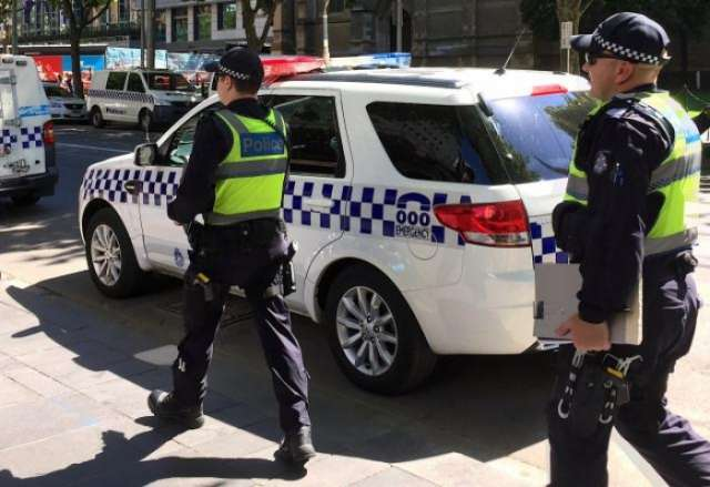 Australian police investigate report man armed with knife in downtown Sydney