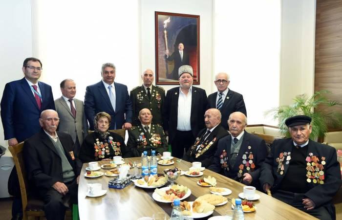 Nazir müharibə veteranları ilə görüşüb