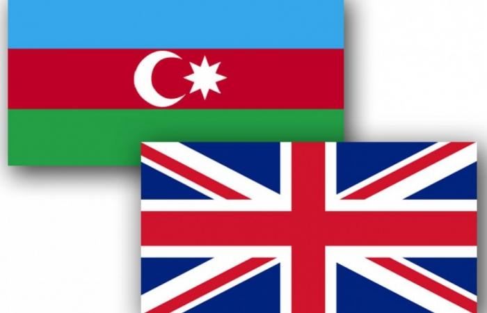 Azerbaijani FM holds phone call with British MP