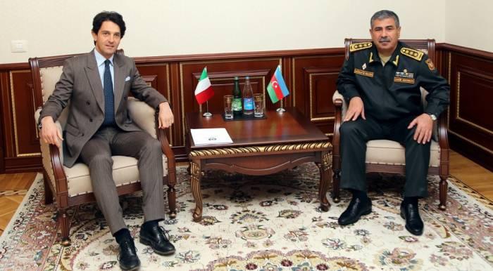 L'Azerbaïdjan et l'Italie discutent de la coopération militaire