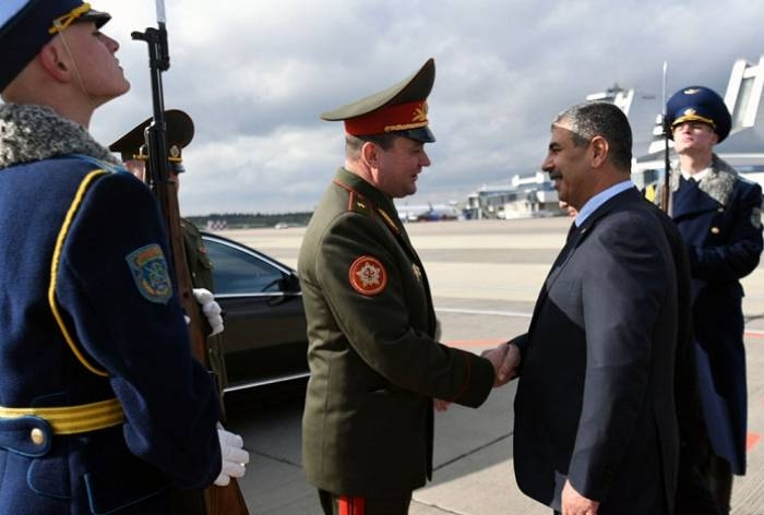 Defense Minister familiarizes with military equipment produced by Belarus - PHOTO