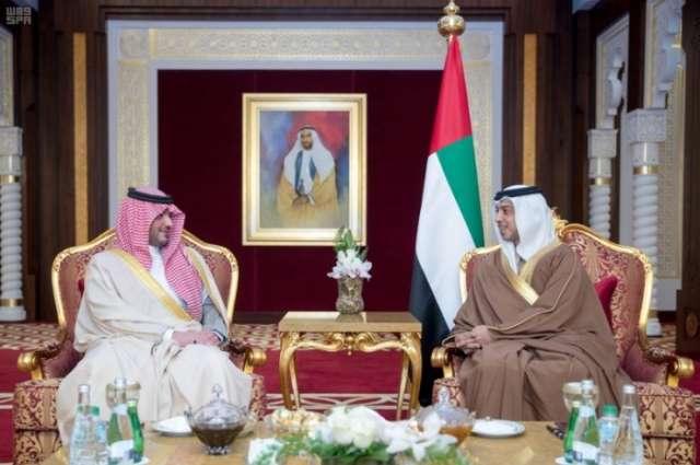 أبو ظبي.. وزير الداخلية يلتقي منصور بن زايد آل نهيان