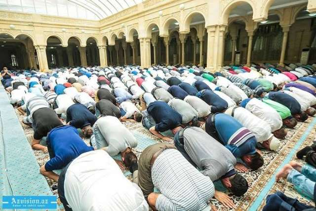 UAE tells Muslims to pray at home during Ramadan