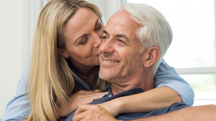 Benefits of dating older man
