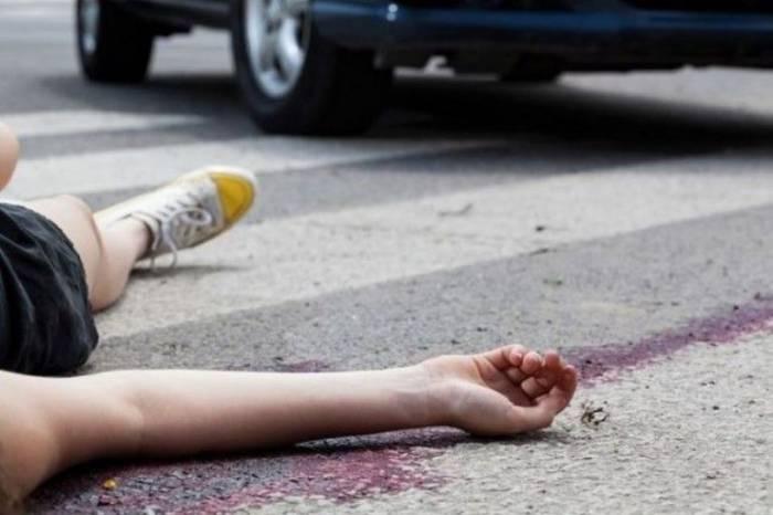 Maşınla vurulan qadın piyada öldü