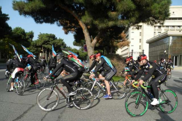 Bike tour dedicated to State Flag Day held in Baku