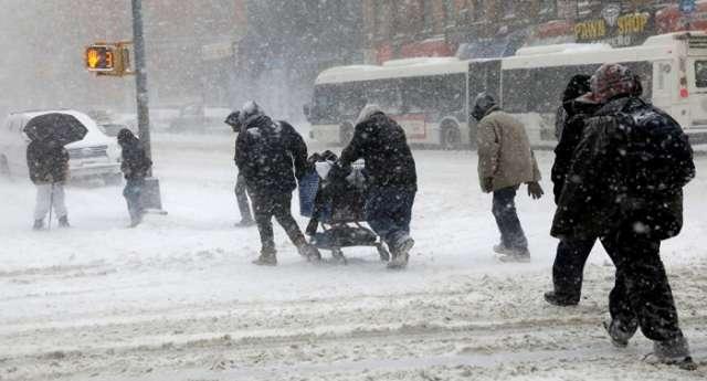 US East Coast Blizzard kills at least six people