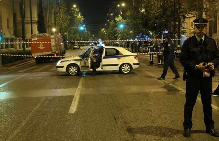 Ausschreitungen in Athen, Bombe vor Bank gezündet