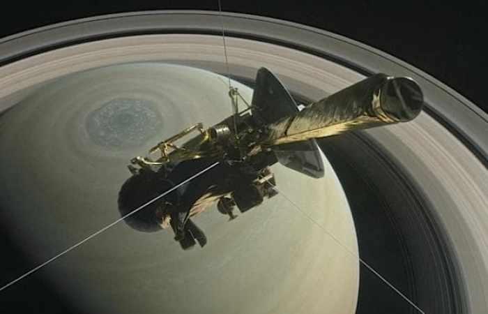 Cassini: Saturn probe turns towards its death plunge