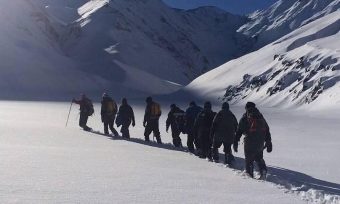 Qərargah: Qar alpinistlərin axtarışını çətinləşdirir