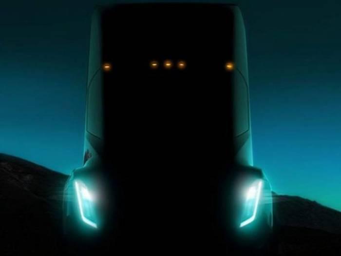 Tesla présente son prototype de gros camion électrique