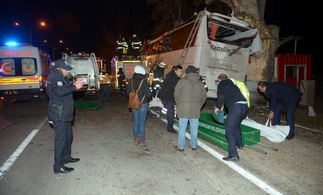 Bus crashes in Turkey: 13 dead, 42 injured