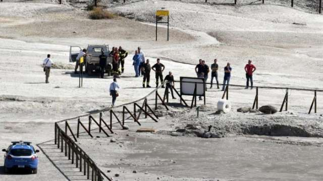 Family dies after falling in volcanic crater near Naples