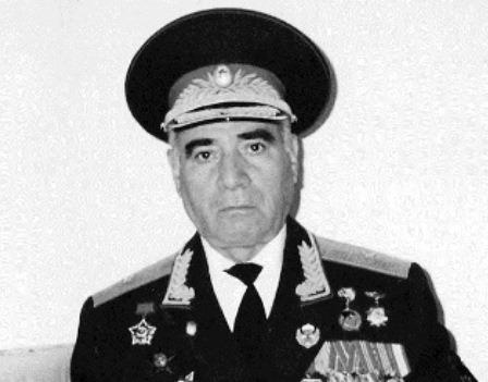 """Eks-müdafiə naziri Zakir Həsənovu təriflədi: """"Yaxşı hərbçi idi"""" - EKSKLÜZİV"""
