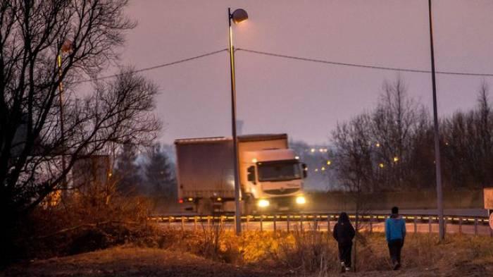 France: accident provoqué par un barrage de migrants, un mort