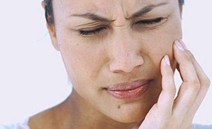 Diş ağrısı niyə gecələr başlayır?