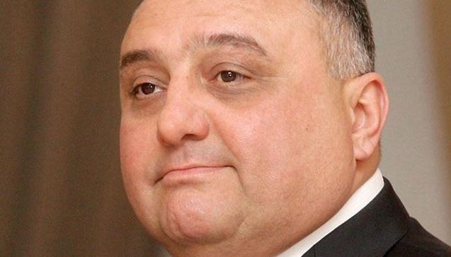 """Qalmaqallı """"məktəb işi"""": Eldar Mahmudov öz qohumunu da şantaj edibmiş"""