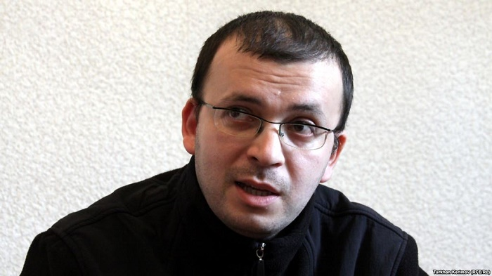 Emin Millinin qaynı məhkəmə zalından azadlığa buraxıldı