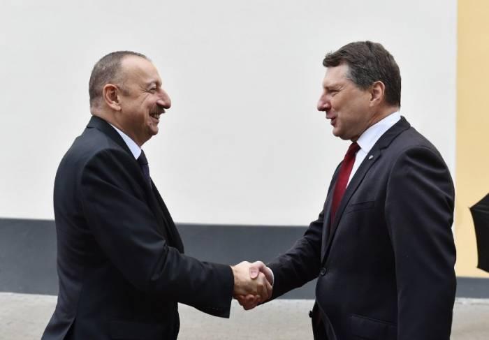 Se realizó la ceremonia oficial de bienvenida al Presidente en Riga- FOTOS