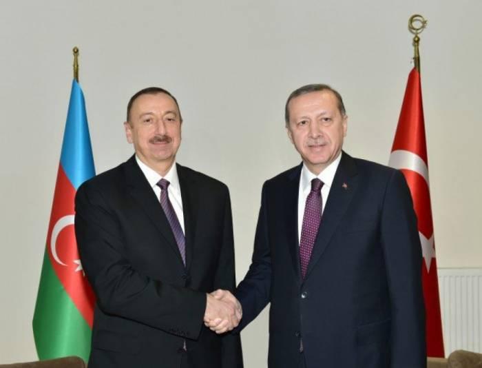 Erdogan invita a Aliyev a la cumbre acerca de Jerusalén
