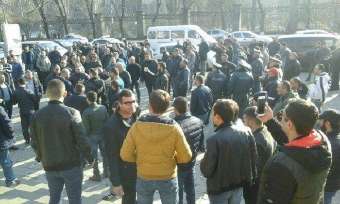Ermənistanda sürücülər də hakimiyyətdən narazıdır - VİDEO