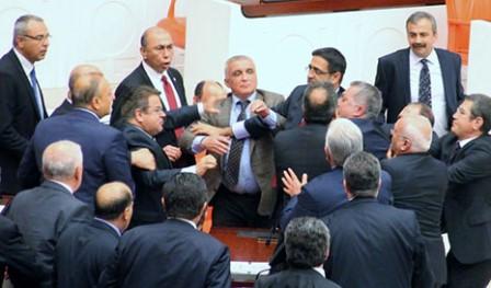 Türkiyə parlamentində dava
