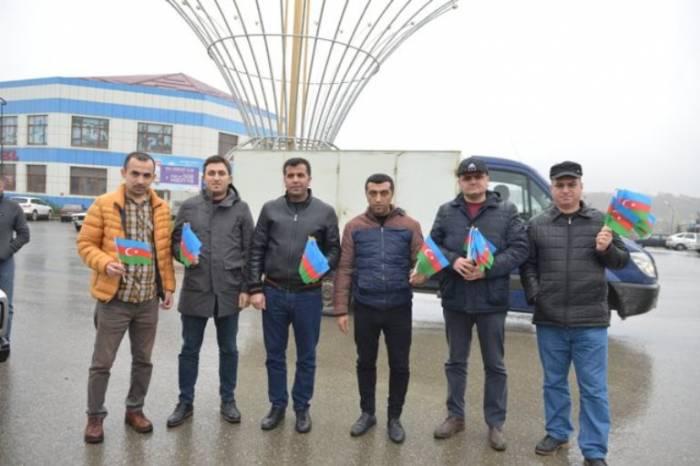 Parlament jurnalistləri 3 rayonda bayraq aksiyası keçirib - FOTOLAR