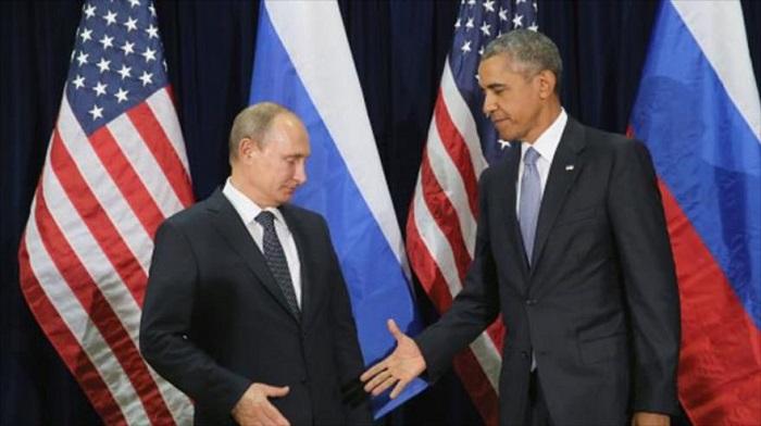 Putin estrecha de mala gana la mano de Obama