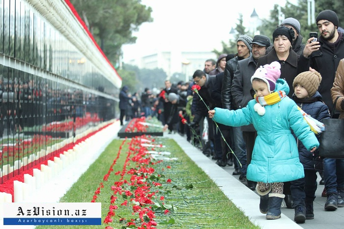 Azerbaiyán conmemora a los mártires del 20 de Enero-Fotos