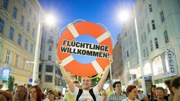 Randalierende Flüchtlinge auf dem Weg nach Deutschland