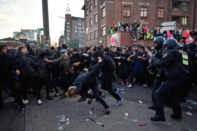Police raid left-wing scene in 8 states over Hamburg G20 violence