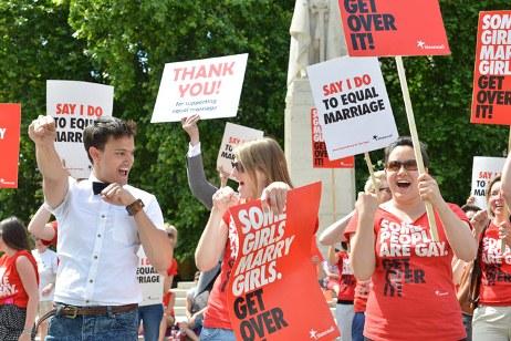 Britaniya eynicinslilərin nikahını qəbul etdi