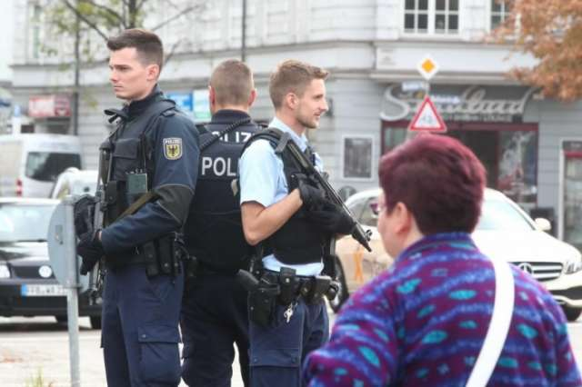 German police detain suspect in Munich knife attack