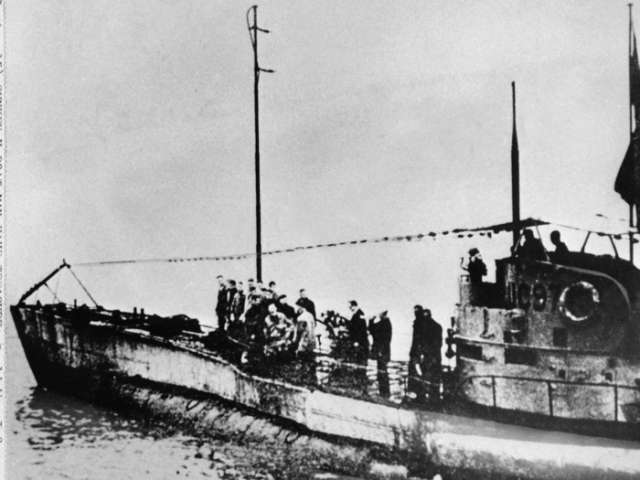 German First World War submarine discovered with 23 bodies inside