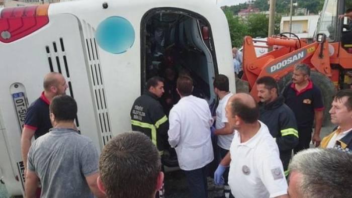 Turist avtobusu qəza törədib - 38 yaralı