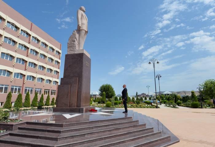 Le président Ilham Aliyev arrive à Göygöl