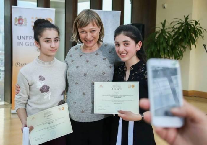 Gürcüstanın birinci xanımı azərbaycanlıları mükafatlandırıb