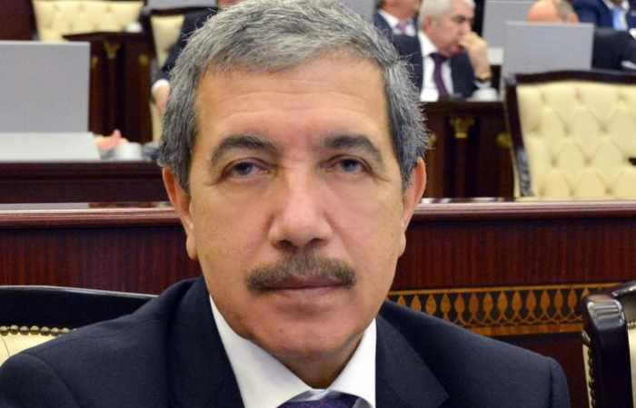 """Deputatlar arasında mübahisə: """"Təhsil müəssisəsi məscid deyil..."""""""